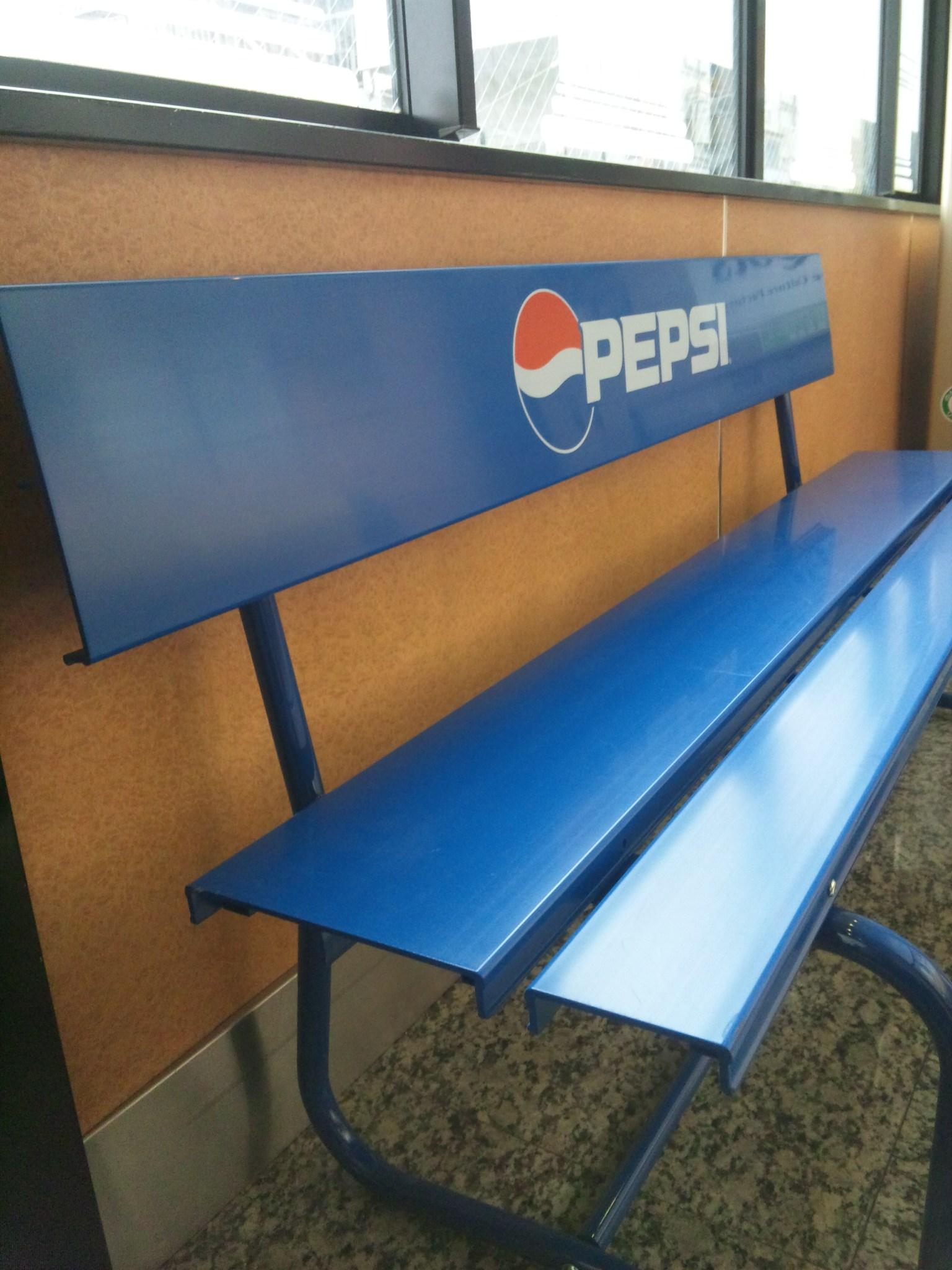 休憩所のベンチ
